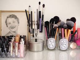 paintbrush holder as a makeup brush holder even has a tin