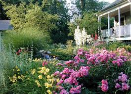Informal and naturalistic garden design style winnetka illinois