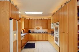honey oak kitchen cabinets with wood floors what wood floor goes with honey oak and trim