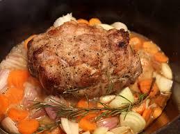 cuisiner l agneau epaule d agneau roulée sautée en cocotte carottes et romarin la