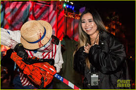 halloween horror nights 2005 bella thorne tyler posey u0026 rowan blanchard check out halloween