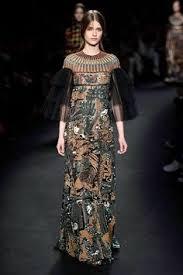 robe mariã e haute couture fanning en robe valentino haute couture de la collection