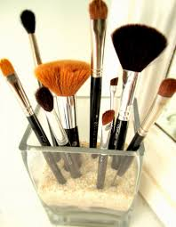 deliciously organized storing various sizes of makeup brushes