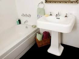 Best Way To Refinish Bathtub Tips From The Pros On Painting Bathtubs And Tile Diy