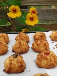 dessert portugais cuisine dessert rochers à la noix de coco façon portugaise bolinhos de