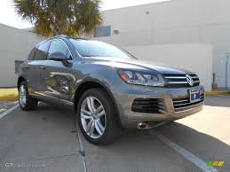 volkswagen touareg 2013 2013 canyon gray metallic volkswagen touareg tdi executive
