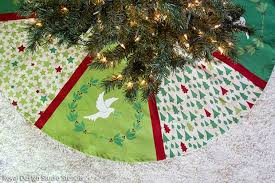 how to stencil a handmade tree skirt
