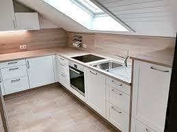 küche in dachschräge die besten 25 küche dachschräge ideen auf die