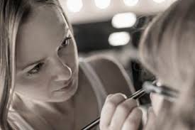how to become a professional makeup artist online do you want be a theater and performance makeup artist