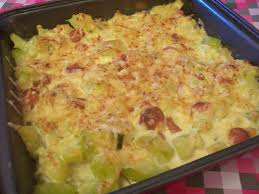 que cuisiner avec des courgettes gratin courgettes knacki sauce crème et moutarde anneauxfourneaux