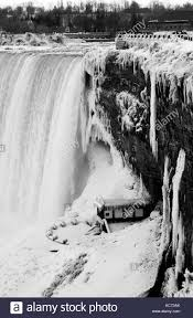 niagara falls frozen black white stock photos u0026 images alamy