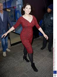 nigella lawson queen of christmas nigella lawson shows off her curves in a clingy