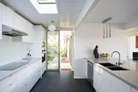 cuisine avec porte fenetre maison ossature bois en californie le système eichler maison