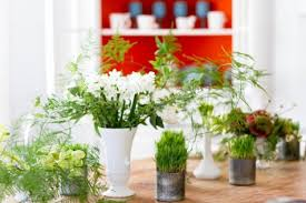 green table centerpiece ideas for bright spring decorating