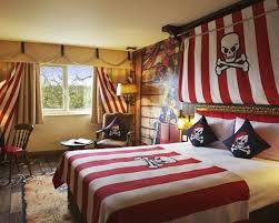 deco chambre pirate déco chambre enfant pour garçon thème marin et voyages pirate