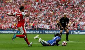 arsenal vs chelsea thibaut courtois defends victor moses