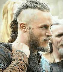travis fimmel hair for vikings vikings is showing us all how to rock the man bun the right way