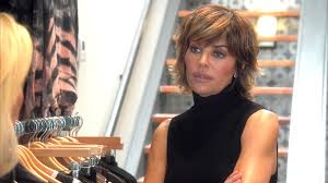 how does lisa rinna cut her hair watch lisa rinna thinks kyle richards is an enabler the real