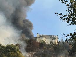 Six Flags Magic Mountain Fire Fire Closes I 405 Rages Near Bel Air Getty Museum In Los Angeles