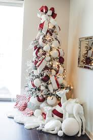 Decorated Christmas Trees by Best 20 Flocked Christmas Trees Ideas On Pinterest Artificial