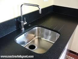 evier cuisine granit noir plan de travail en granit noir crédences et evier massif 38 et 73