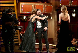 brie larson casey affleck brie larson speaks about not clapping for casey affleck at oscars