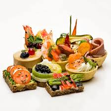 canapé saumon canapés de concombre et de caviar de saumon metro