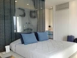chambre d hote paros le mur de verre sépare la chambre de la photo de paros