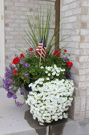 Front Porch Planter Ideas by Front Porch 4th Of July Decorating Ideas U2022 The Budget Decorator