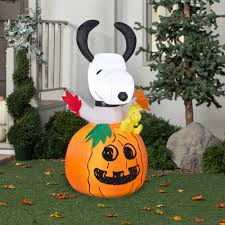 gemmy airblown inflatable 5 u0027 x 2 5 u0027 snoopy in pumpkin halloween
