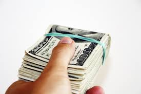 memorable graduation gifts how much money do you give for graduation gifts saving advice