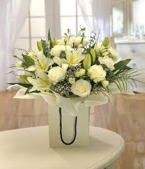 sending flowers internationally international flowers worldwide flower delivery send flowers