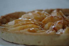 balade en cuisine tarte gourmande aux poires caramel en coulis balade en cuisine