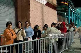 target online black friday november 22 early target shoppers photos et images de collection getty images