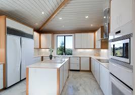 Tan Kitchen Cabinets by Stylowa Drewniana Kuchnia Na Poddaszu Szafki Oraz Wyspa Kuchenna