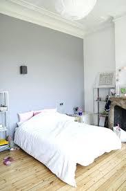 peinture gris perle chambre peinture gris perle et meubles blanc cass en d co mini studio