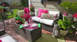 how garden color inspires outdoor decor