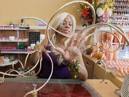 photos see the woman with the longest fingernails in the world
