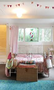 Romantic Bedroom Ideas For Her Best 25 Young Woman Bedroom Ideas On Pinterest Coral Walls