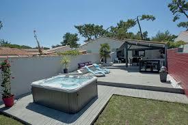 construire son jacuzzi massages à la plage grâce à ce spa extérieur côté piscine
