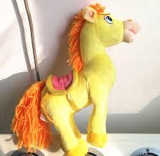 spr che f r freundin russische sprache sprechen gelb pferd angefüllter plüsch spielt