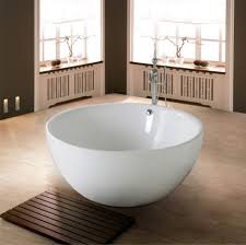 Laminated Timber Floor Round White Acrylic Freestanding Bathtub Combined With Rectangle