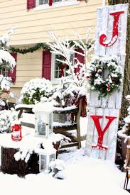 Outdoor Christmas Decor Reindeer by Best 25 Large Outdoor Christmas Decorations Ideas On Pinterest
