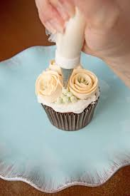 best 25 buttercream flowers tutorial ideas on pinterest icing