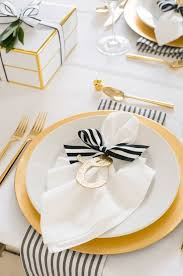 Yellow And White Christmas Decorations by Best 25 Christmas Table Settings Ideas On Pinterest Christmas