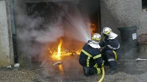 canapé le havre au havre il incendie une voiture puis un canapé dans la rue
