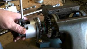 how the inner workings of an outboard motor gearcase operate