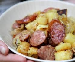 cuisiner saucisse de toulouse poêlée aux pommes de terre et saucisse fumée recette de poêlée aux
