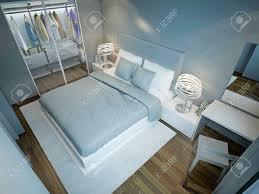 la chambre bleu chambre bleu clair avec placard habillé lit avec des oreillers bleu