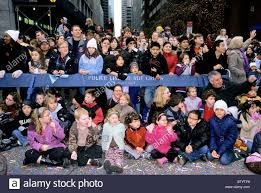 usa new york city crowd of spectators macy s thanksgiving
